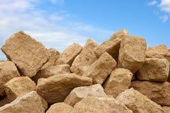 Montón de los bloques de la piedra caliza Fotos de archivo libres de regalías