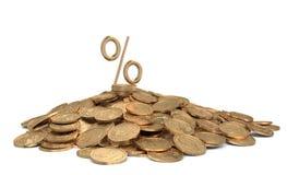 Montón de monedas con la muestra del por ciento Imagen de archivo libre de regalías
