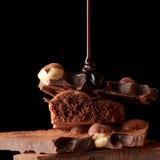 Montón del chocolate quebrado de los pedazos imagen de archivo