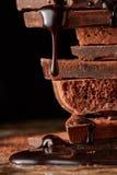 Montón del chocolate quebrado de los pedazos foto de archivo libre de regalías