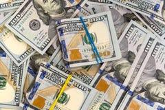 Montón del dinero en billetes de banco del efectivo de los dólares Fotos de archivo libres de regalías