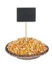 Montón del maíz en una placa, con un indicador para su texto Foto de archivo