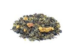 Montón del té flojo biológico de la mezcla del viaje por carretera en blanco imagen de archivo