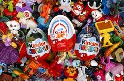 Montón grande de juguetes y de huevos más buenos de la sorpresa Foto de archivo libre de regalías