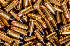 Montón grande de las rondas de la pistola Fotografía de archivo libre de regalías