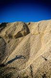Montón vibrante vertical de la roca con la sombra humana Fotos de archivo