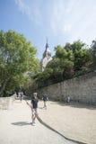 Mont圣米歇尔修道院全景的庭院,法国 图库摄影
