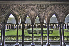 Mont圣米歇尔修道院的庭院 库存照片