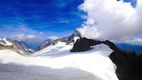 Mont Blanc śnieg i chmury timelapse europejczycy zbiory