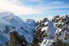 Mont Blanc con gli scalatori su Ridge Fotografie Stock Libere da Diritti