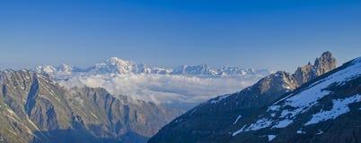 Mont Blanc-de mening van het massief van Aosta-Vallei, Italië royalty-vrije stock foto's