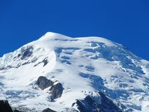 MONT BLANC-de piek van alpiene bergen strekt zich landschap in schoonheids Franse die ALPEN van Aiguille du Midi uit bij CHAMONIX Stock Afbeelding
