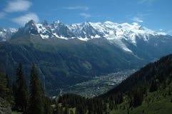 Mont Blanc e Chamonix-Mont-Blanc in alpi in Francia Immagine Stock Libera da Diritti