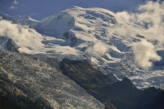 Mont Blanc e ghiacciaio da Chamonix-Mont-Blanc, alpi francesi, Francia Immagini Stock