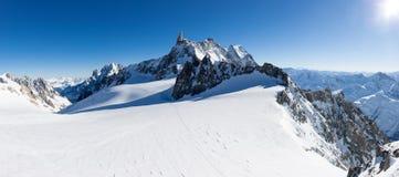 Mont Blanc Frankrike: övervintra panorama på Geant glaciär och Valle B Arkivfoto