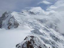 Mont Blanc hinter den Wolken Stockbild
