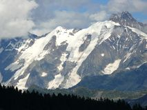 Mont Blanc-massief onder de sneeuw in de Franse Alpen Royalty-vrije Stock Foto