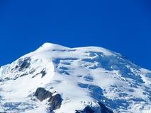 Mont Blanc maximum i franska fjällängar Arkivbild