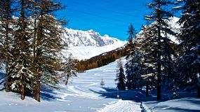 Mont Blanc - montaña - La Thuile - Fotos de archivo