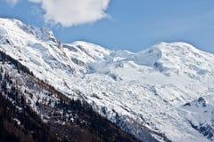 Mont Blanc ragen mit blauem Himmel empor stockfoto