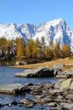 Mont Blanc und See Arpy Stockbild