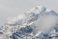 Mont Chaberton avec l'artillerie ruinée domine sur le sommet Photos stock