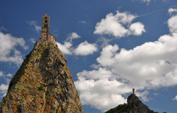 Mont d'Aiguilhe przy Le Puy En Velay Zdjęcia Stock
