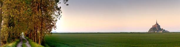 Mont HeiligMichel Ansicht von der Wiese Lizenzfreie Stockfotos