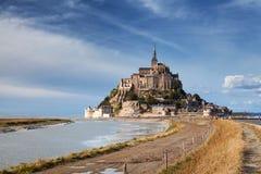 Mont helgon Michel och flod i Normandie, Frankrike Royaltyfri Bild