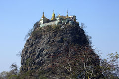 Mont Popa - Myanmar (Burman) Arkivfoton