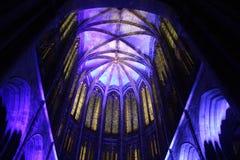 Mont Saint Michel Abbey bij nacht Frankrijk stock foto's