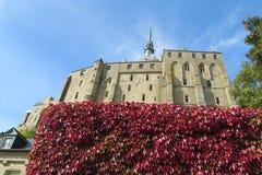 Mont Saint-Michel Abbey fortificó la pared Foto de archivo libre de regalías