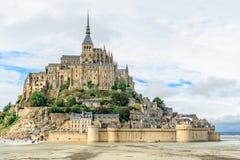Mont Saint Michel abbotskloster p? ?n, Normandie, nordliga Frankrike, Europa royaltyfri foto