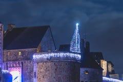 Mont Saint Michel arkitektonisk detalj av en natt för vinternatt s royaltyfri foto