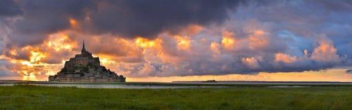 Mont Saint Michel bei Sonnenuntergang, Normandie, Frankreich stockbild