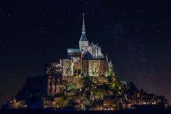'Mont Saint-Michel' bij Nacht Stock Afbeeldingen