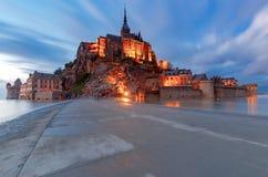 Mont Saint-Michel bij zonsondergang royalty-vrije stock afbeelding