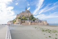 Mont Saint Michel durante la bajamar Foto de archivo libre de regalías