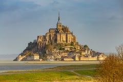 Mont Saint Michel en la madrugada Foto de archivo