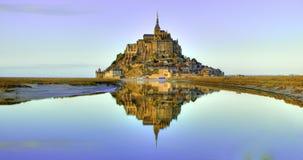 Mont Saint-Michel en la oscuridad Fotos de archivo libres de regalías