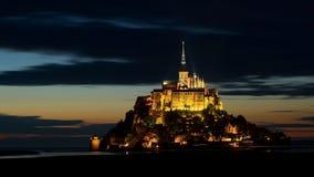 Mont Saint-Michel en la oscuridad, Normandía, Francia Fotos de archivo libres de regalías