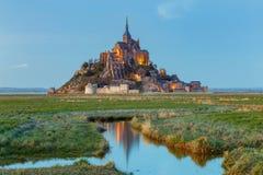 Mont Saint-Michel en la puesta del sol Fotografía de archivo libre de regalías