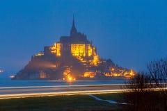 Mont Saint-Michel en la puesta del sol Fotos de archivo
