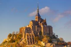 Mont Saint-Michel en la puesta del sol Imágenes de archivo libres de regalías