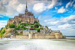 Mont Saint Michel för berömd historc tidvattens- ö i Normandie, Frankrike arkivbild