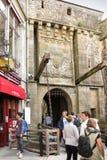 Mont Saint Michel, Francia - 8 de septiembre de 2016: , No identificado a Imagen de archivo libre de regalías