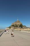 Mont Saint Michel, Francia - 8 de septiembre de 2016: Vista panorámica a Fotos de archivo libres de regalías
