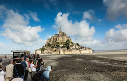 Mont Saint Michel, Francia - 8 de septiembre de 2016: Vista panorámica a Fotografía de archivo