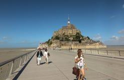 Mont Saint Michel, Francia - 8 de septiembre de 2016: Vista panorámica a Imágenes de archivo libres de regalías