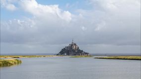 Mont Saint Michel i Frankrike stock video